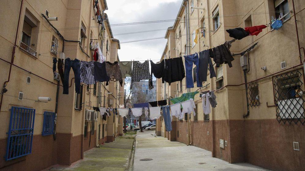 Foto: Ropa tendida en un barrio de Madrid. (Reuters)