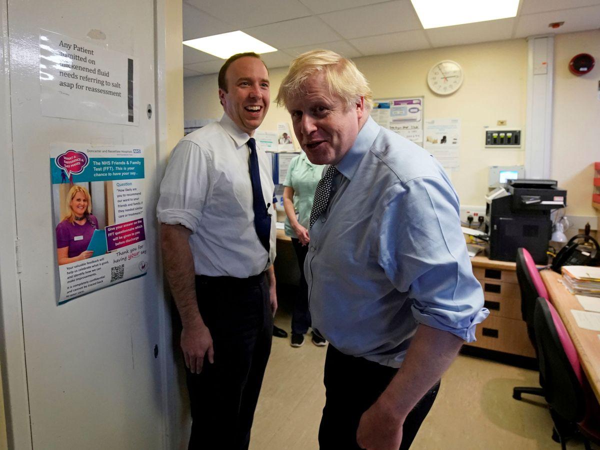 Foto: Boris Johnson y el ministro de Sanidad, Matt Hancock, en una imagen de archivo. (Reuters)