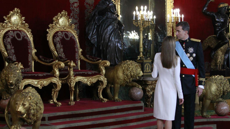 Foto: Los Reyes en el Salón del Trono el día de su proclamación (Gtres)