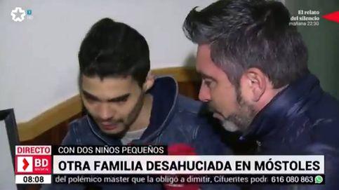 Un reportero se derrumba al ver dormir a un niño desahuciado en una conexión