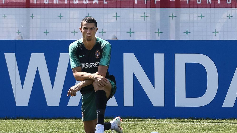 Foto: Cristiano Ronaldo, con una incipiente perilla, durante el entrenamiento con Portugal. (Efe)