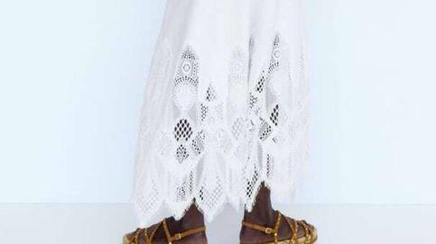 Si tienes el pie ancho, estas sandalias planas de Zara serán tus imprescindibles
