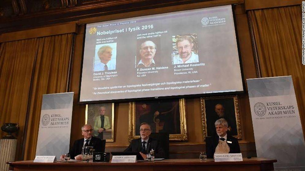 Foto: El comité de la Academia de Ciencias Sueca anuncia el Premio Nobel de Física 2016