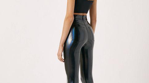 El look inolvidable que quieres lo consigues con este pantalón de vinilo de Pull and Bear