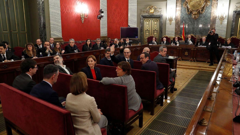 Los doce políticos catalanes escogen un banquillo único frente al tribunal