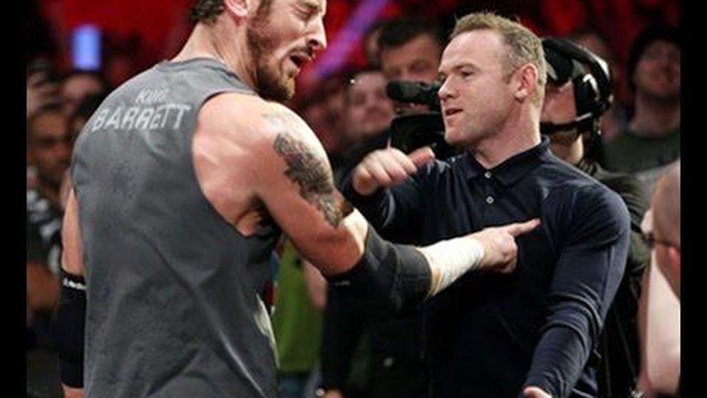 Rooney da un tortazo a un luchador de la WWE