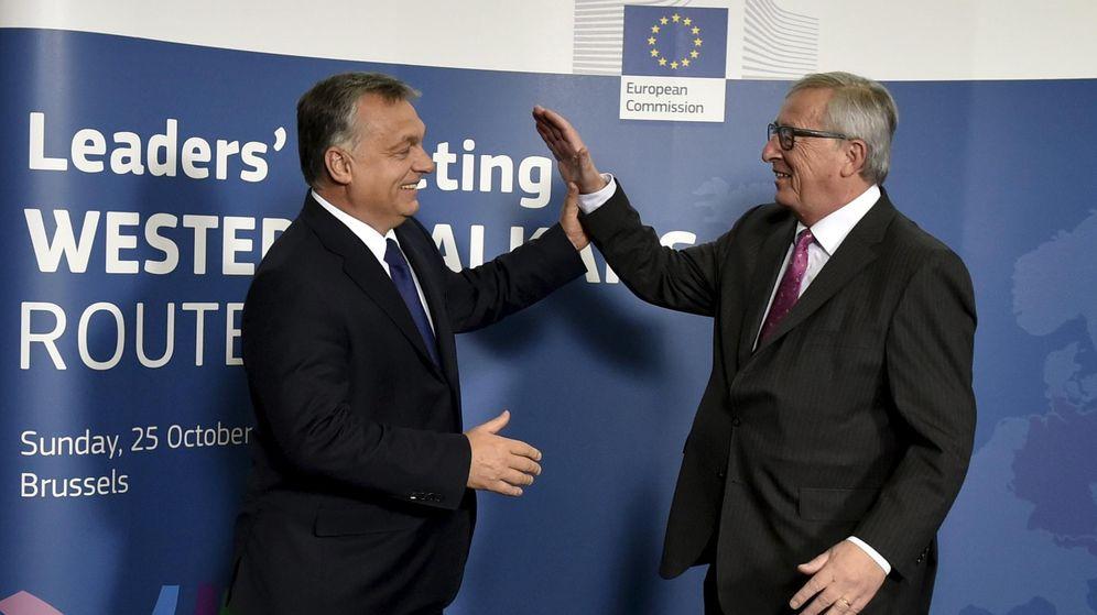 Foto: Juncker saluda a Orbán (REUTERS)