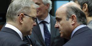 Foto: De Guindos negocia con Olli Rehn cómo sacar adelante el 'banco malo'