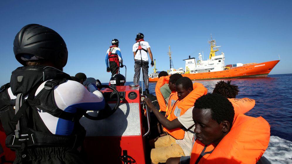 Foto: Inmigrantes rescatados por el buque 'Aquarius' en el Mediterráneo. (Reuters)