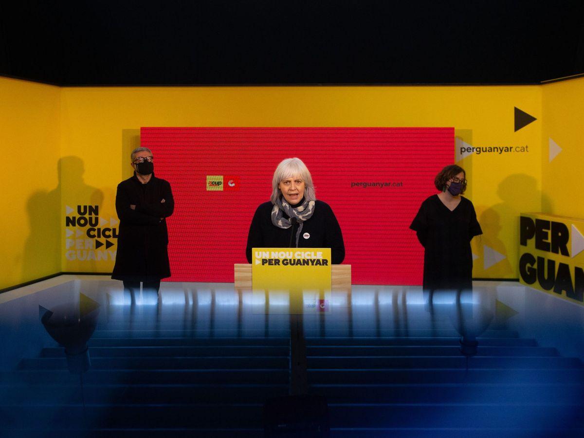 Foto: Los líderes de la CUP Dolors Sabater, Carles Riera y Eulalia Reguant. (EFE)