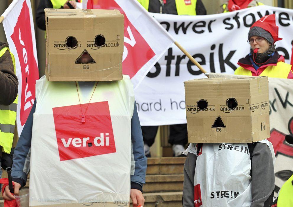 Foto: Empleados alemanes de Amazon se manifiestan durante una jornada de huelga (EFE)