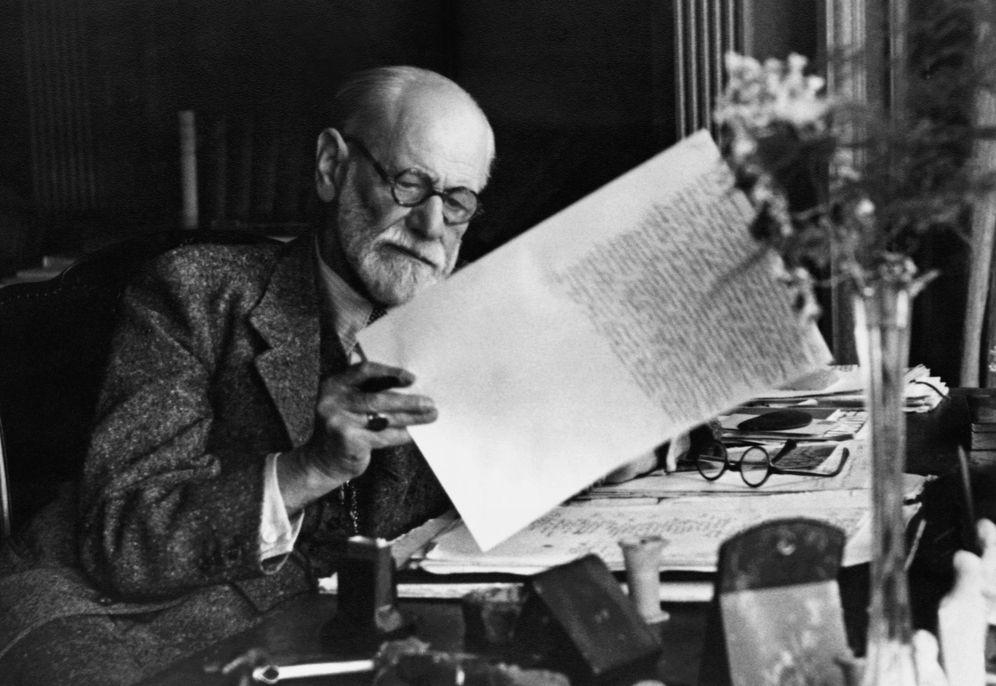 Foto: Sigmund Freud en su despacho