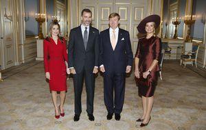 Los 'looks' trastocados de Máxima y Letizia en Holanda