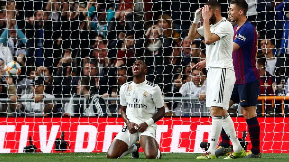 Foto: Vinicius, tras fallar durante el Real Madrid - Barcelona de Copa del Rey (Reuters)
