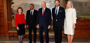 Post de De blanco y con diadema: el look angelical de Mette-Marit para el Nobel de la Paz