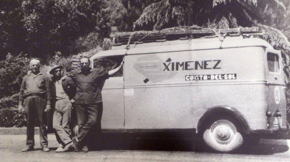 Foto: Francisco Jiménez, a la derecha, fundador de Ximénez, en una foto en los 60.