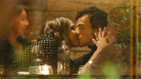 Tamara Falcó, besos y pasión en la noche madrileña con su novio Iñigo Onieva