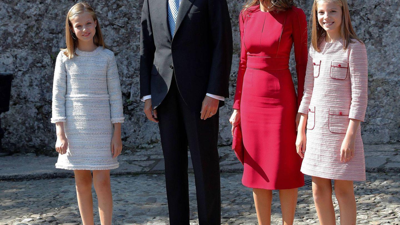 Los Reyes y sus hijas, en Covadonga. (EFE)