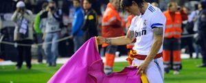 Sergio Ramos heredó el capote de Raúl