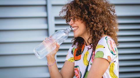 ¿Existe una forma correcta de beber de una botella de agua?