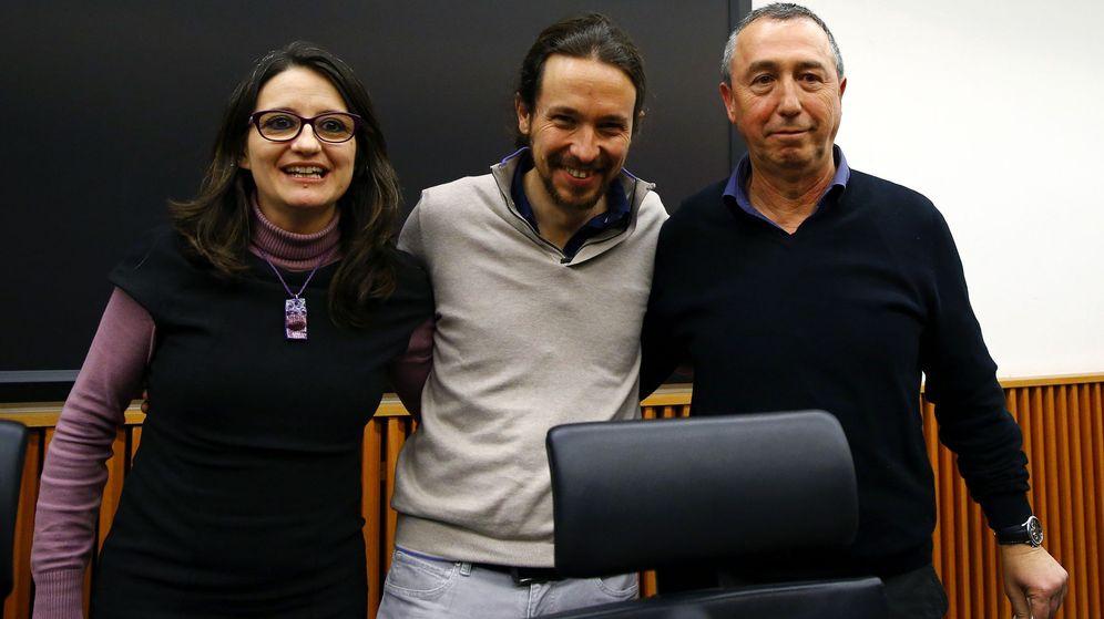 Foto: El líder de Podemos, Pablo Iglesias (c), con la vicepresidenta valenciana, Mònica Oltra (i), de Compromís, y Joan Baldoví. (EFE)