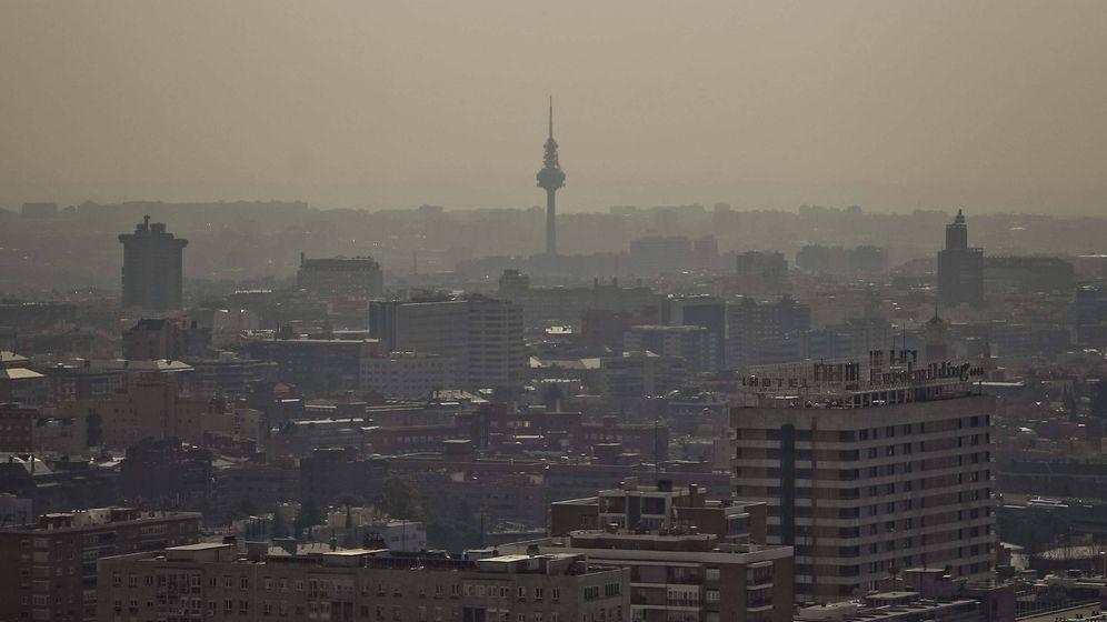 Foto: 'Boina' gris de contaminación sobre la ciudad. (EFE)