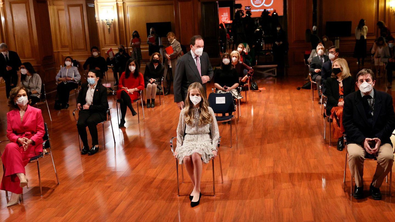 La Princesa, junto a las autoridades durante el acto. (EFE)