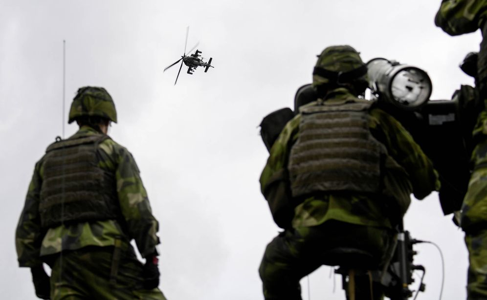 Foto: Soldados suecos durante las maniobras Aurora 17, cerca de Gotemburgo, en septiembre de 2017. (Reuters)