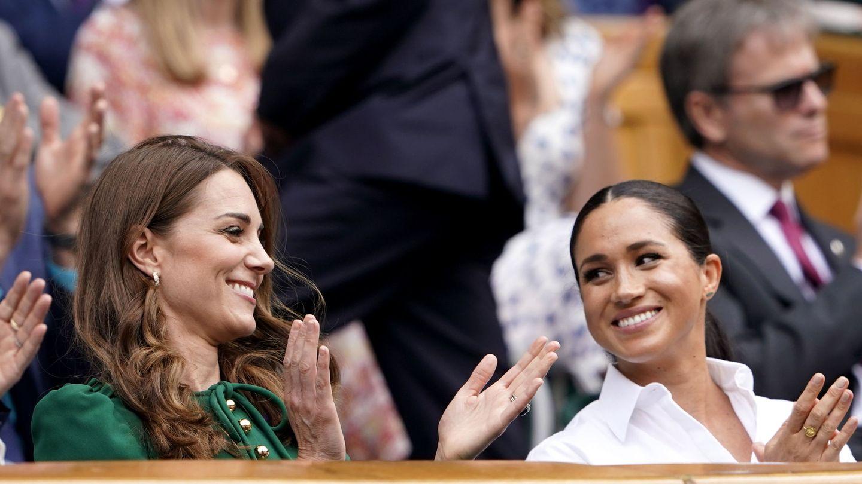 Meghan y Kate, durante un partido de Wimbledon. (EFE)