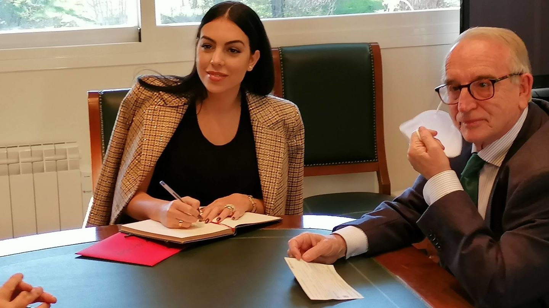 Georgina Rodríguez, tras hacer una generosa donación al Banco de Alimentos. (CP)