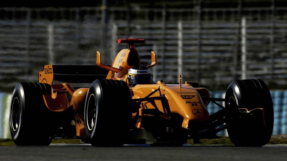 Foto: Pedro de la Rosa en los test de Jerez de 2006 con el McLaren.