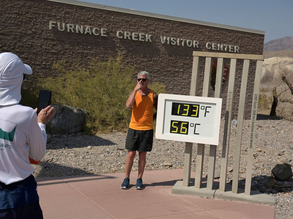 Foto: Imagen del termómetro del Valle de la Muerte, en California (Reuters/Bridget Bennett)