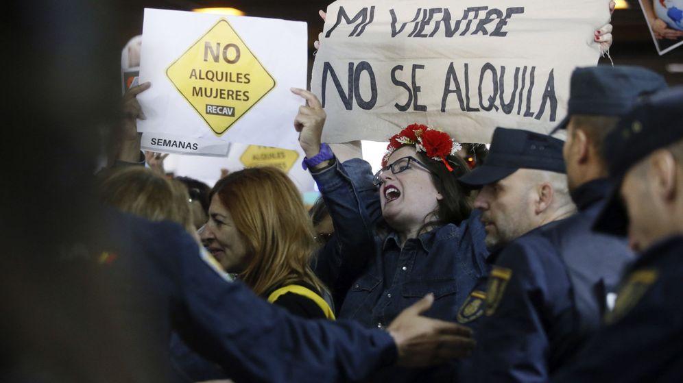 Foto: Protesta feminista en Madrid contra la gestación subrogada. (EFE)