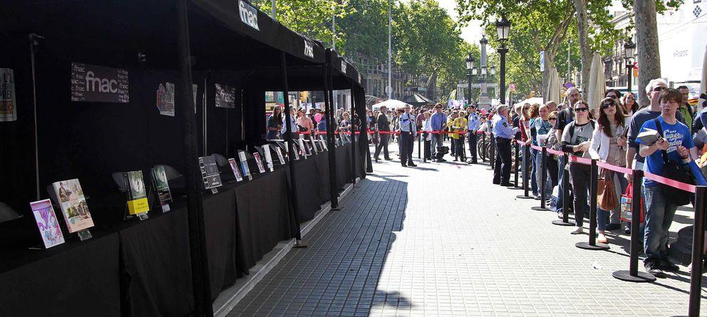 Foto: 54 escritores no han acudido a los stands de la Fnac (Efe)