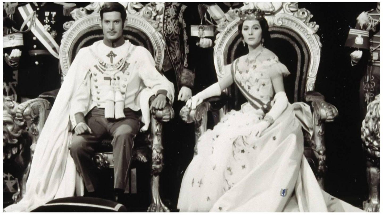 Vicente Parra y Paquita Rico, como Alfonso XII y María de las Mercedes en la película '¿Dónde vas Alfonso XII?' (Pecsa Films)