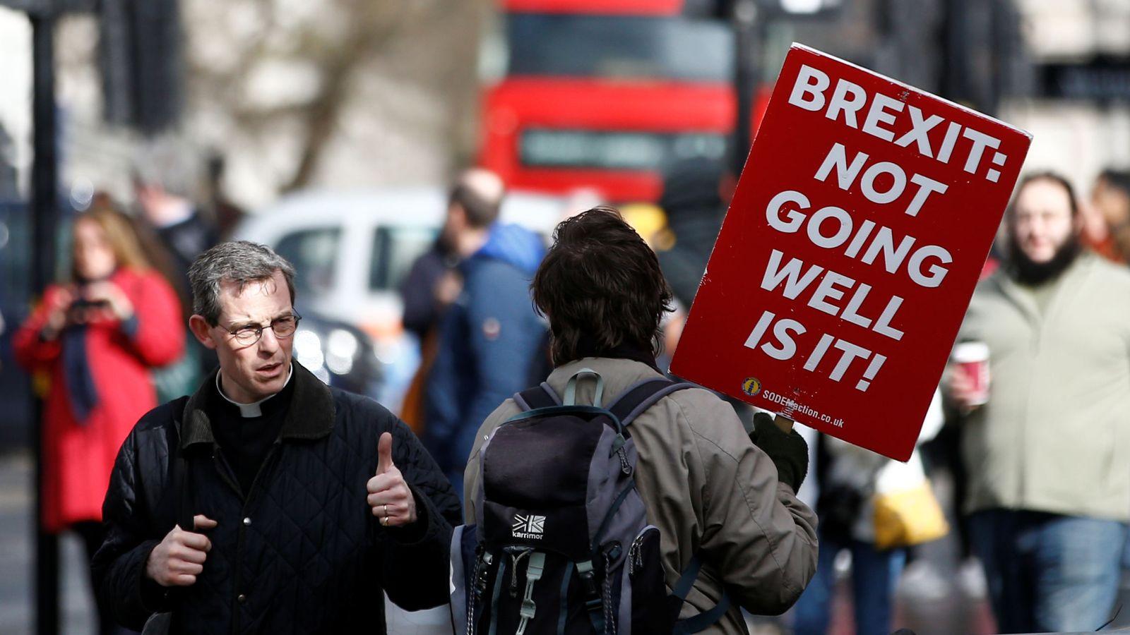 Foto: Un manifestante contra el Brexit protesta frente al Parlamento en Londres, el 14 de marzo de 2019. (Reuters)