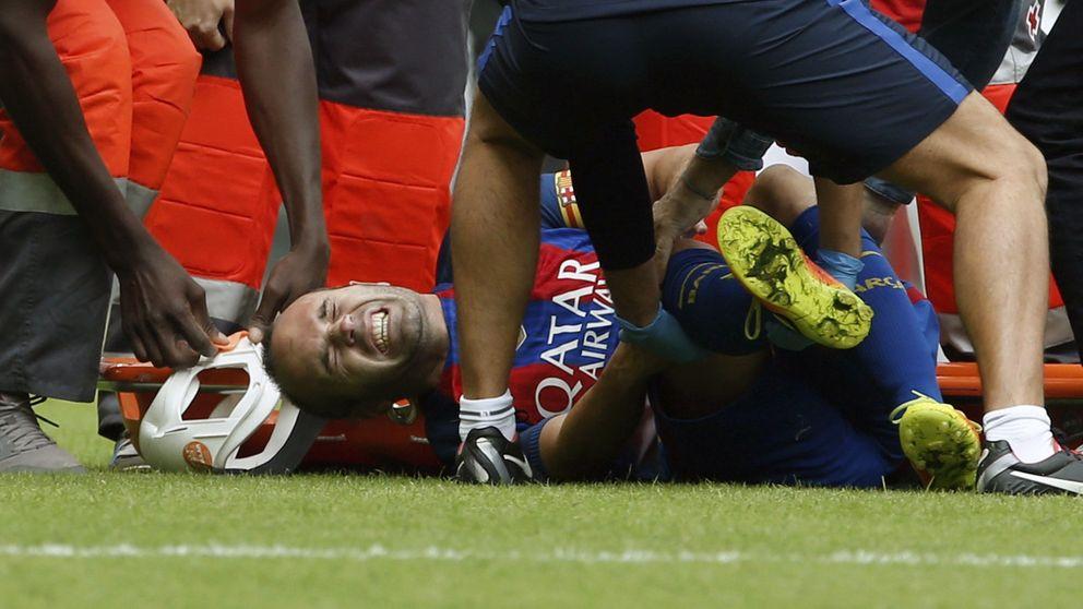 La batalla de Mestalla: lesión de Iniesta, botellazo y rajada de Pitarch