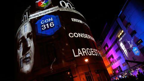 Los conservadores rompen todas las previsiones y alcanzan la mayoría absoluta
