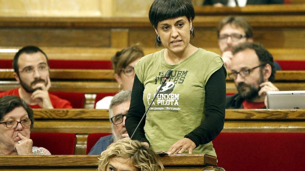 Foto: La diputada de la CUP Anna Gabriel, durante la sesión de control parlamentario celebrada el 18 de mayo. (EFE)
