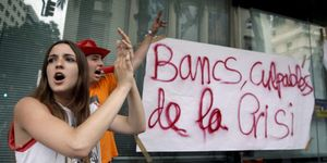 """Foto: El 15-M se alimenta con el 'caso Bankia': """"Los banqueros son los que mandan"""""""