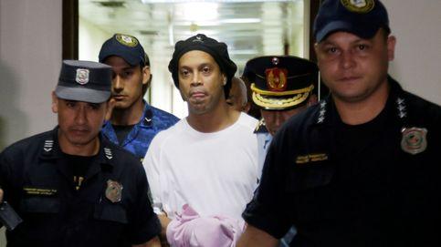 Los 'lujos' de Ronaldinho en su celda y la videollamada a la familia de un compañero