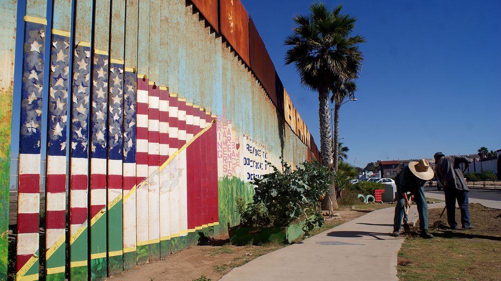 Foto: Una valla metálica ubicada en la ciudad mexicana de Tijuana separa la frontera con la ciudad estadounidense de San Diego. (EFE)