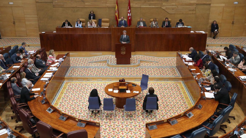Guerra de despachos en la Asamblea: PSOE con Vox y Errejón con sus ex de Podemos
