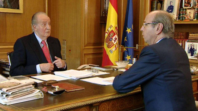 Rafael Spottorno junto al rey Juan Carlos en su despacho de la Zarzuela en 2013. (EFE)