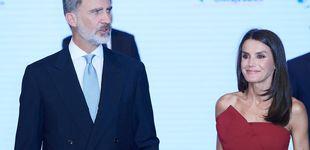 Post de Letizia Ortiz repite vestido e Isabel Díaz Ayuso apuesta por Zara