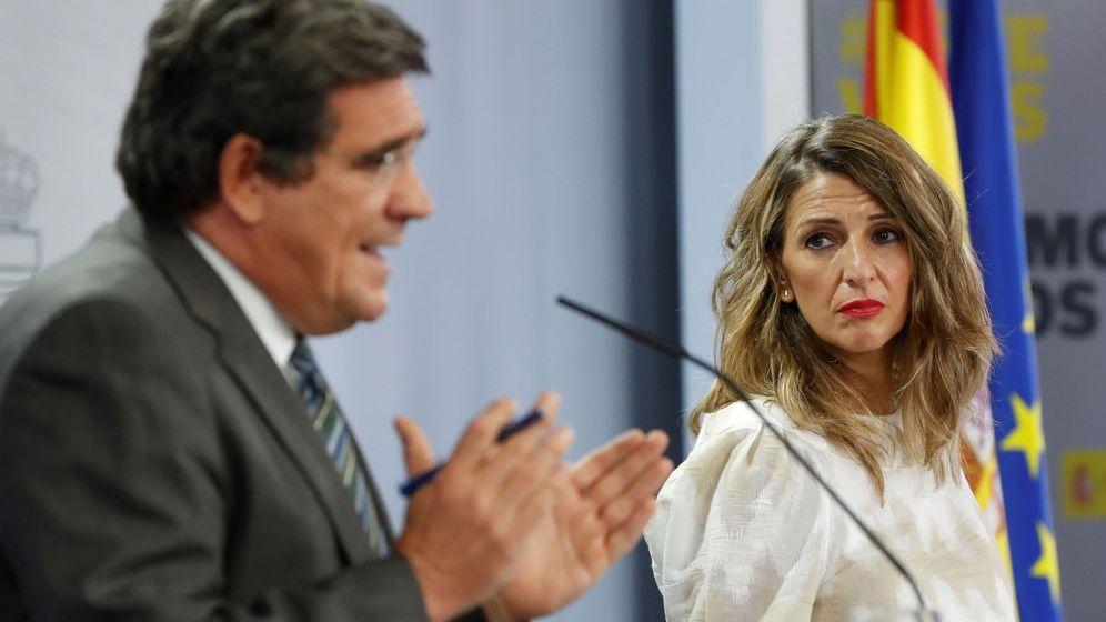 Foto: El ministro de Seguridad Social, José Luis Escrivá, y la ministra de Trabajo, Yolanda Díaz. (EFE)