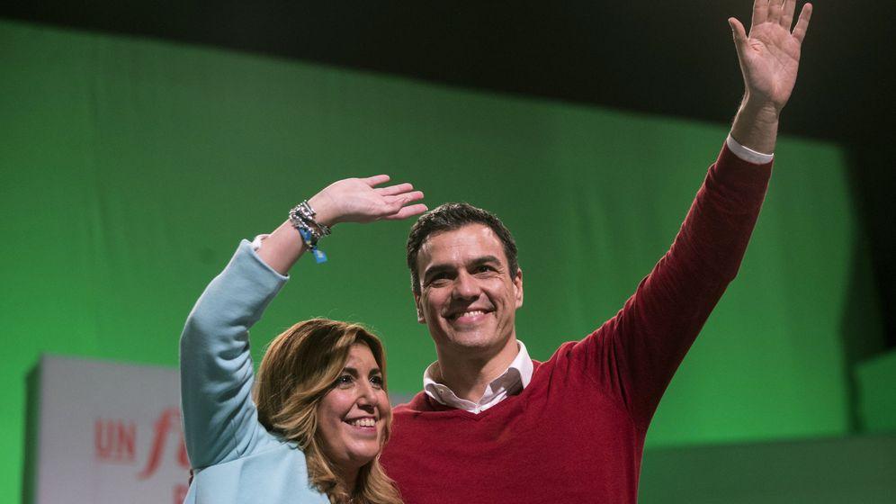 Foto: El candidato a la Presidencia del Gobierno por el PSOE, Pedro Sánchez, junto a la presidenta de la Junta, Susana Díaz. (EFE)