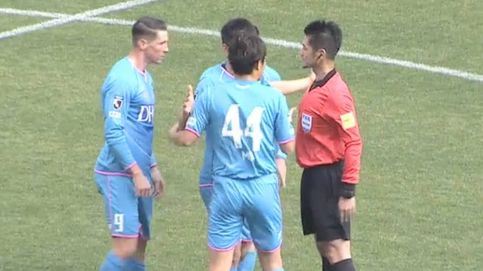 El tremendo enfado de Fernando Torres con el árbitro en la primera jornada de la liga japonesa