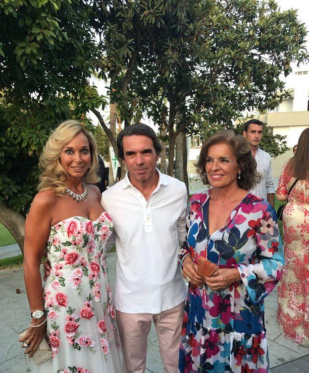 Foto: Aznar, no optó por ir de gala en la gala de la Asociación Contra el Cáncer en Marbella. Ana Botella sí estuvo a la altura.