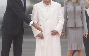 Los príncipes de Asturias reciben al Papa en Santiago de Compostela